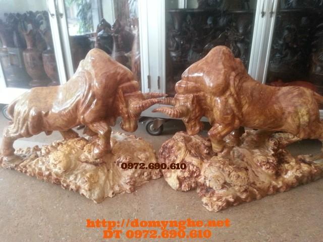 Quà tặng lãnh đạo: Bò tót gỗ ngọc nghiến BT05