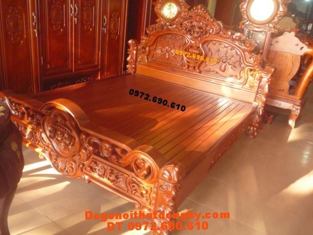 Giường ngủ đẹp Kiểu hoa hồng gỗ hương GN26